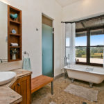 Highfield Ranch & Farm House - Ranch Bath2