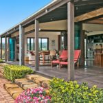 Highfield Ranch & Farm House - Ranch deck